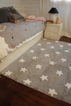 Machine washable Grey Stars rug handmade from 100% cotton. Perfect for decorating children's rooms - practical, easy to combine, pleasant to the touch, cool in summer and warm in winter.
