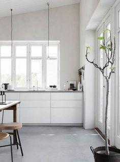 New Kitchen Ikea White Voxtorp 48 Ideas Voxtorp Ikea, Pella Hedeby, Scandinavian Kitchen, Scandinavian Style, White Kitchen Cabinets, Kitchen White, Cuisines Design, Home Fashion, Grey Kitchens