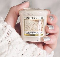 Yankee candle x Scented Candles, Candle Jars, Yankee Candles, Hello January, Cute Candles, Pink Christmas, Christmas Scents, Getting Cozy, Smell Good