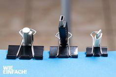 Alle Kabel hinterm Schreibtisch ganz einfach sortiert – mit Binder Clips! So verhindert man ein Kabelwirrwarr und spart sich die Sucherei, wenn man ein Gerät wieder anschließen möchte. Foto: Torsten Kollmer