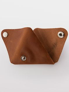 I saw this leather coin purse on American Apparel and I was blown away by the price, the simplicity and the uniqueness. The images on . Diy Leather Pouches, Handmade Leather Wallet, Leather Gifts, Leather Books, Diy Purse Organizer, Diy Coin Purse, Coin Purse Pattern, Mens Coin Purse, Coin Purses