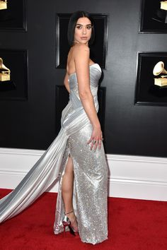 Grammy Awards Dua Lipa Goes Old-School Glam in Atelier Versace Gala Dresses, Red Carpet Dresses, Nice Dresses, Column Dress, Atelier Versace, Celebrity Red Carpet, Silver Dress, Red Carpet Fashion, Couture Collection