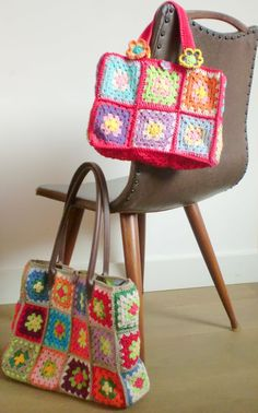 Cool handbags with granny squares. If girlie ever masters the granny square Crochet Woman, Love Crochet, Crochet Granny, Knit Crochet, Granny Square Projects, Granny Square Bag, Granny Squares, Crochet Crafts, Crochet Projects