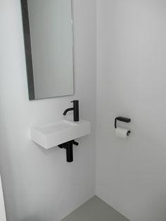 Gietvloer toilet grijs wit
