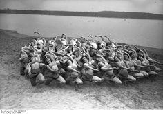 Berlin 1930 Morgenuebung der damals beruehmten Laban-Tanzschule im Strandbad Wannsee,Mai 1930
