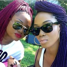 How to style the box braids? Tucked in a low or high ponytail, in a tight or blurry bun, or in a semi-tail, the box braids can be styled in many different ways. Senegalese Hairstyles, Crochet Braids Hairstyles, Trendy Hairstyles, Weave Hairstyles, Straight Hairstyles, Senegalese Twists, Protective Hairstyles, Cornrows, Hair Extension Care