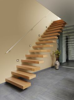 Een rechte open zwevende trap in eiken 1ste keus