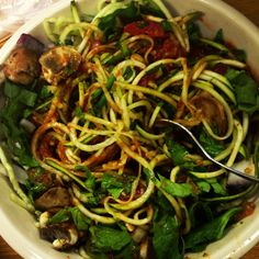 Raw Zuchetti - spiral slices zucchini with raw pasta fixins- garlic, red onion, spaghetti, cremini mushrooms, heirloom tomatoes, Swiss chard and chives along with raw tomato sauce on top. #rawfoodshare #veganfoodshare