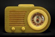 FADA 115 'Bullet' Catalin Radio in Onyx Green + Yellow - Rare Pre-War