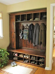 Hall Tree Bench Ideen für den Eingangsbereich und Mudroom - Home Page Barnwood Furniture, Home Organization, Mudroom, House, Home Projects, Home, Home Remodeling, Barn Wood, Country House Decor