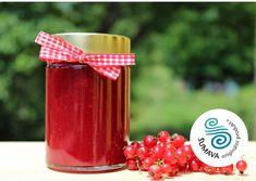 Džem z červených bobulek rybízu s příjemně nakyslou chutí a svěží letní vůní v edici speciální, tedy s nízkým obsahem přírodních cukrů, je ideálním doplňkem každé snídaně. Báječně ladí s čerstvými domácími lívanečky stejně tak, jako lžička přidaná do poctivého bílého jogurtu.  Složení: červený rybíz (pasírovaný), cukr, želírující složka: citrusový pektin, čerstvá citronová šťáva.  Ve 100 g hotového výrobku je obsaženo 72 g rybízu a 39 g přírodních sladidel včetně cukrů z ovoce. Nespresso, Coffee Maker, Kitchen Appliances, Tableware, Lemon, Coffee Maker Machine, Diy Kitchen Appliances, Coffee Percolator, Home Appliances
