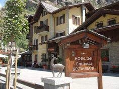 Hotel Dei Camosci Courmayeur With a panoramic terrace overlooking Mont Blanc, this Alpine hotel features a restaurant and a free shuttle to Courmayeur town centre, 1 km away. All bright rooms have flat-screen TV and mountain views.