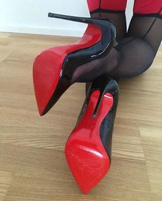 Celebrating beautiful women and the great legs, stiletto pumps and stockings that make me crazy! Sexy High Heels, Extreme High Heels, Beautiful High Heels, Sexy Legs And Heels, Hot Heels, Platform High Heels, High Heels Stilettos, High Heel Boots, Heeled Boots