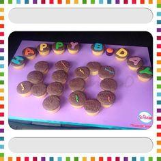 Cupcakes de vainilla rellenos de arequipe y decorados en fondant para celebrar el cumpleaños #40!