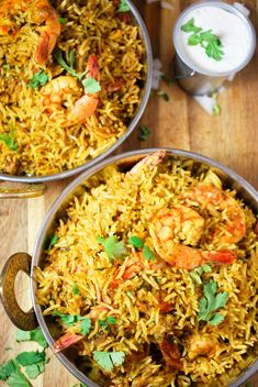 Cooker Shrimp (Prawn) Biryani There's no need to stress about making perfect biryani. This shrimp biryani is cooked in a rice cooker and comes out perfectly each time!There's no need to stress about making perfect biryani. This shrimp biryani is cooked in Rice Cooker Recipes, Rice Recipes, Healthy Recipes, Biryani, Seafood Pasta Recipes, Shrimp And Rice, Seafood Gumbo, Salmon Pasta, How To Cook Fish