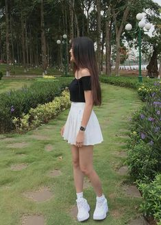 NGÔ THỊ Hồng DIỆP Cute Girl Outfits, Cool Outfits, Fashion Outfits, Teenage Girl Photography, Girl Photography Poses, Girls Wearing Shorts, Mein Style, Cool Girl Pictures, Cute Girl Photo