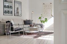 sillas eames decoración muebles metal cristal metacrilato fibra de carbono muebles de diseño mantas con cruces de Piawallén estilo nórdico escandinavo decoración ligera recargada decoración en blanco blog decoración nordica escandinava