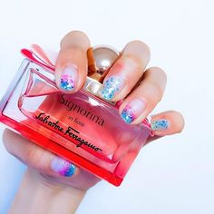 グラデーションシェルネイル🏝  #シェルネイル #セルフネイル #マーメイドネイル  #signorina #salvatoreferragamo #香水 #perfume