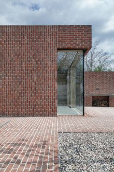Brick House in Brick Garden / Jan Proksa, © BoysPlayNice