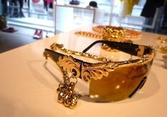 Anna Dello Russo #HM video Fashion Shower http://www.amando.it/moda/accessori/anna-dello-russo-hm-video-fashion-shower.html