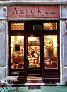 Budapest egyik legjobb csokizdája - Azték Choxolat! | WeLoveBudapest.com Capital Of Hungary, Budapest Hungary, Color Inspiration, Entrance, Europe, Frame, Photography Ideas, Home Decor, Picture Frame