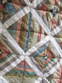Carol's first quilt Small Groups, Workshop, Students, Colours, Quilts, Sewing, How To Make, Scrappy Quilts, Atelier