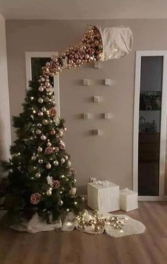 25 Most Interesting DIY Event Decor Ideas : Make Your Events More Attractive. 25 Most Interesting DIY Event Decor Ideas : Make Your Events More Attractive. 25 Most Interestin Funny Christmas Tree, Easy Christmas Crafts, Noel Christmas, Christmas 2019, Christmas Humor, Christmas Tree Ornaments, Upside Down Christmas Tree, Outdoor Christmas, Creative Christmas Trees