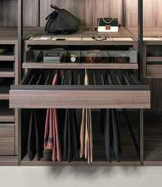 Walk In Closet Organization Casa Spazio, an Italian furniture showroom in Chicago, offers luxury walk-in closets from authentic Italian brands Wardrobe Design Bedroom, Bedroom Cupboard Designs, Bedroom Cupboards, Master Bedroom Closet, Bedroom Wardrobe, Pax Wardrobe, Wardrobe Storage, Living Room Tv Cabinet, Dressing Room Closet
