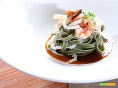 L'arte della dieta mediterranea: le tagliatelle di spirulina con gamberi rossi, cozze e seppie.   #ricette #food #recipes