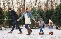 58 Ideas For Photography Ideas Winter Family Christmas Pictures Outfits, Winter Family Pictures, Family Picture Outfits, Winter Photos, Family Christmas Outfits, Family Pics, Xmas Family Photo Ideas, Christmas Pictures Family Outdoor, Casual Family Photos