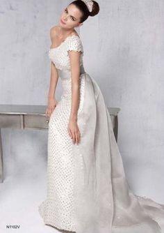 La idea de la semana: vestidos de novia con escote asimétrico