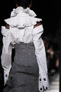 The complete Monse Fall 2017 Ready-to-Wear fashion show now on Vogue Runway. Fashion 2017, Love Fashion, Runway Fashion, High Fashion, Fashion Show, Fashion Outfits, Womens Fashion, Fashion Trends, Fall Fashion