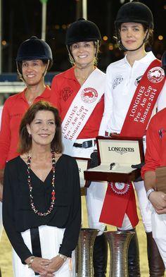 Carlota Casiraghi, acompañada por su pareja y premiada por su madre en su torneo de hípica favorito -