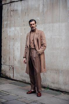 London Fashion Week Men's Street Style - Men's style, accessories, mens fashion trends 2020 Older Mens Fashion, Mens Fashion 2018, Latest Mens Fashion, Men's Fashion, Fashion Styles, Fashion Trends, Fashion Dresses, British Mens Fashion, Fashion Tips
