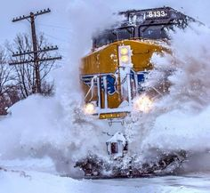 Choo choo through snow Diesel Locomotive, Steam Locomotive, Union Pacific Railroad, Alaska Railroad, Choo Choo Train, Abandoned Train, Bonde, Railroad Photography, Train Times
