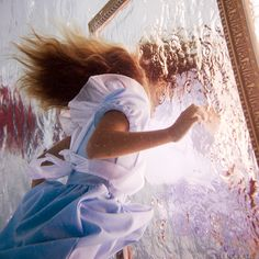 Artist Creates Stunning 'Alice In Wonderland' Tribute