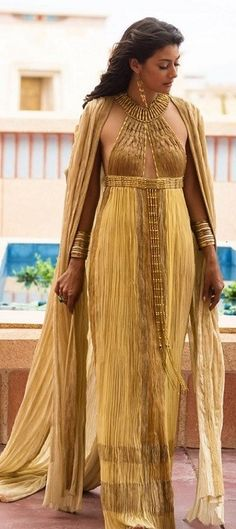 Extremely salty about ancient dead Kings, Tut Costumes - Ankhesenamun's Gold Gown Tut Movie, Moda Medieval, Egyptian Fashion, Egyptian Women, Look Fashion, Womens Fashion, Gold Gown, Historical Costume, Mannequins