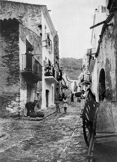 Vista del carrer de la Roqueta de Port de la Selva ( Girona). 1942. Autor desconegut. 27561F MMB Costa, Art Ideas, History, Simple, Painting, City Photography, Urban, Author, Fotografia