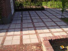 This pattern for back yard deck? Garden Tiles, Garden Paving, Garden Paths, Farm Gardens, Small Gardens, Outdoor Gardens, Concrete Paver Patio, Outdoor Steps, Pinterest Garden