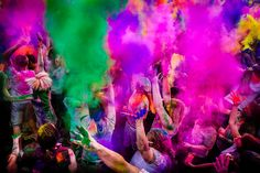 Festival del Color one day Holi Festival Of Colours, Happy Holi, Go Outside, Dyes, 2 Colours, Awesome Stuff, Festivals, Bucket, India