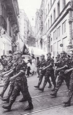Algerian War, 1954-62: French paratroopers of the 10th Airborne Division march through the streets of Algiers singing their war song. The 10th was given free hand in suppressing the Algerian liberation group FNL in the city of Algiers. The 10th's operations evolved during the Battle of Algiers (Jan-Sept 1957) with the FNL suffering lethal blows.