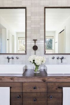 If you have a small bathroom in your home, don't be confuse to change to make it look larger. Not only small bathroom, but also the largest bathrooms have their problems and design flaws. Bad Inspiration, Bathroom Inspiration, Bathroom Renos, Small Bathroom, Bathroom Ideas, Remodel Bathroom, Bathroom Organization, Bathroom Faucets, Bathroom Wall