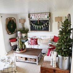 Cool Cozy Cottage Christmas Home Tour – Filled with great cottage Christmas decor! The post Cozy Cottage Christmas Home Tour – Filled with great cottage Christmas decor! Merry Little Christmas, Cozy Christmas, Christmas Fashion, Country Christmas, All Things Christmas, Christmas Holidays, How To Decorate For Christmas, Christmas Trees, Christmas Mantles