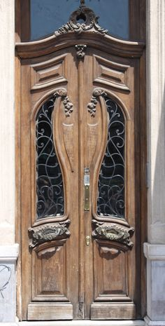 Curvy glass panes and woodwork make this front door one-of-a-kind