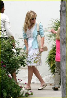 Reese Witherspoon-cute outfit.  Always looks practical!