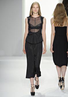 Suvi Koponen au défilé Calvin Klein Collection printemps-été 2012 http://www.vogue.fr/mode/cover-girls/diaporama/le-top-suvi-koponen-en-50-looks/9383/image/565858#46