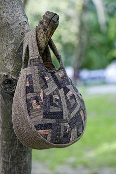 Сшила новую сумку по дизайну и выкройкам знаменитой Йоко Сайто, сумка состоит из 270-ти кусочков. Йоко Сайто - очень знаменитый японский дизайнер, работающая в…