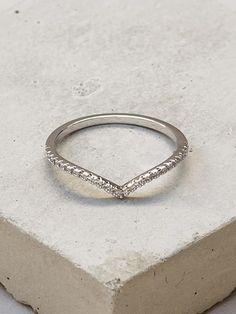 V Ring - Silver