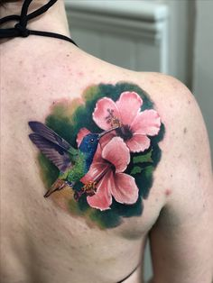 Humming bird and hibiscus flower tattoo tattoos птицы Mom Tattoos, Cute Tattoos, Beautiful Tattoos, Body Art Tattoos, Sleeve Tattoos, Tattoos For Women, Tatoos, Tropical Flower Tattoos, Hibiscus Tattoo