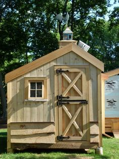 isn't this a great coop!! would be cool to have chickens